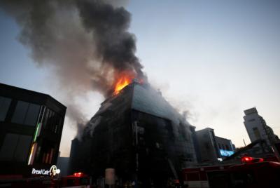 제천 스포츠센터 화재는 불법편법으로 빚어진 구조적 인재다