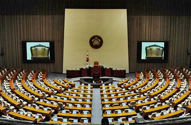 국회는 즉각 개헌안 마련하고, 6월 개헌 약속 이행하라