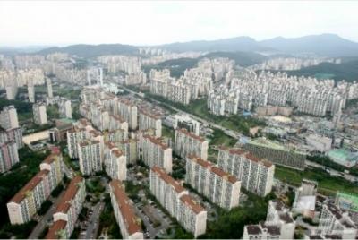 16년 가구소득 모두 모아야 서울에 아파트 살 수 있다.